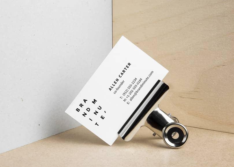 Шаблон визитной карточки в зажиме